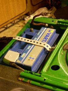Batterij veilig vastgezet en afgedekt