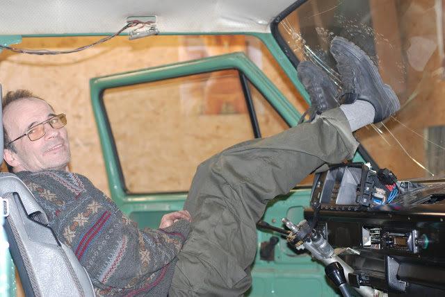 LeoM die Chris zijn raam er uit drukt.