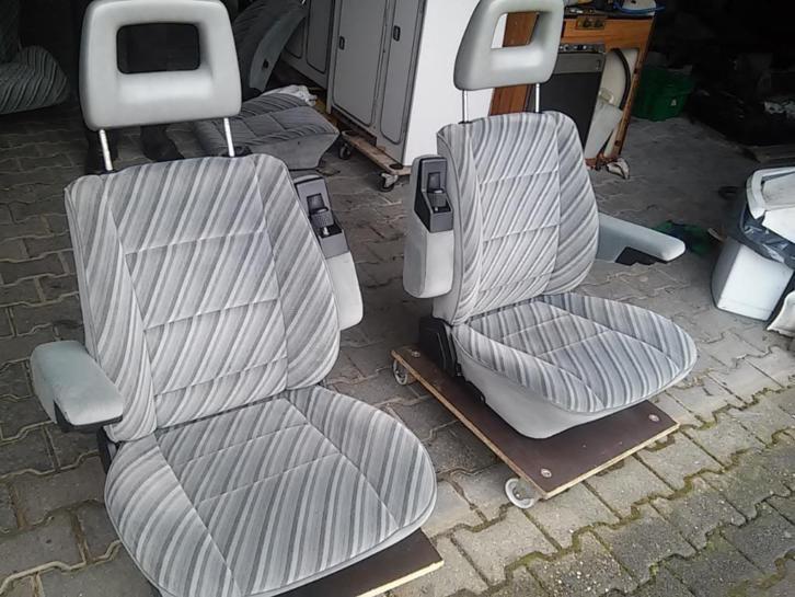 Nieuwe voorstoelen, captain-chairs